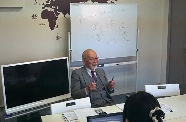 CA就活生・現役CA必見!「機内アナウンス英語」元NHK講師 東後勝明先生が語る。