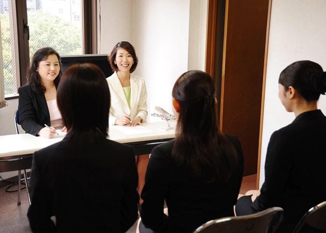 女性必見!転職面接で失敗しない4つの成功ポイント!内定実績2000名のヒミツを公開!