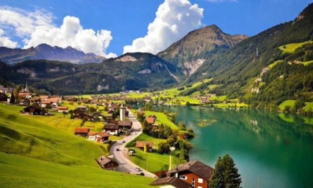 スイス航空9年ぶりの客室乗務員新卒採用!【スイス航空攻略法】アイザックエアラインスクール