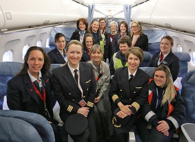 エア・カナダ「国際女性デー」に女性客室乗務員、女性パイロットだけのフライトを運航