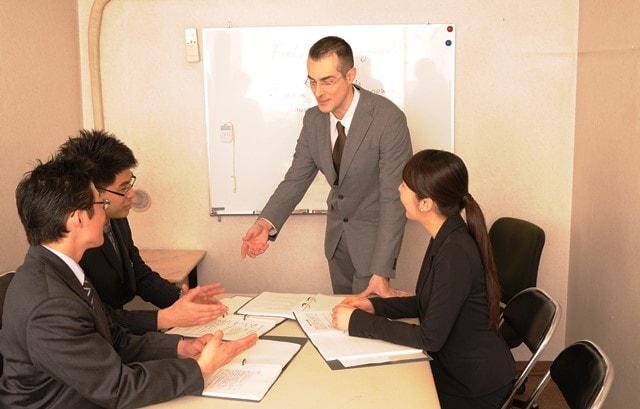 「企業の隠蔽体質はリーダーが責任をもって改善する」グローバル研修実績No1の講師が語る。